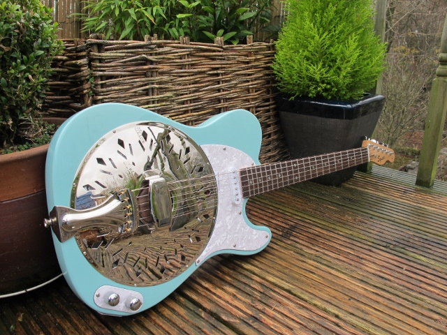 Surf Blue Sollophonic converted from a nice Squier Affinity with a rosewood board neck. Lovely player, lovely tone and a fine looking guitar. A rare pastel shaded Sollophonic.