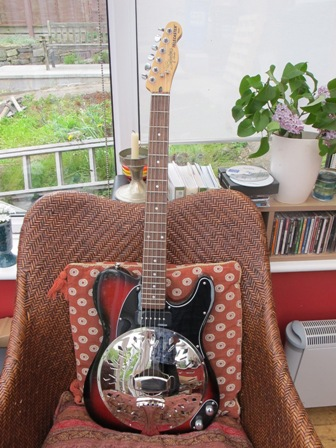 Squier Standard Telecaster® converted to a Sollophonic. P90 Soapbar for extra growl!